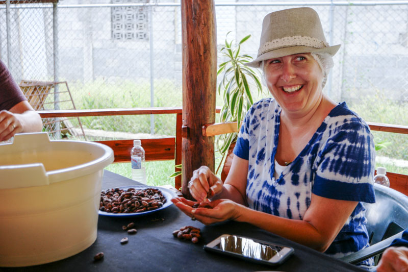 Sorting cacao beans