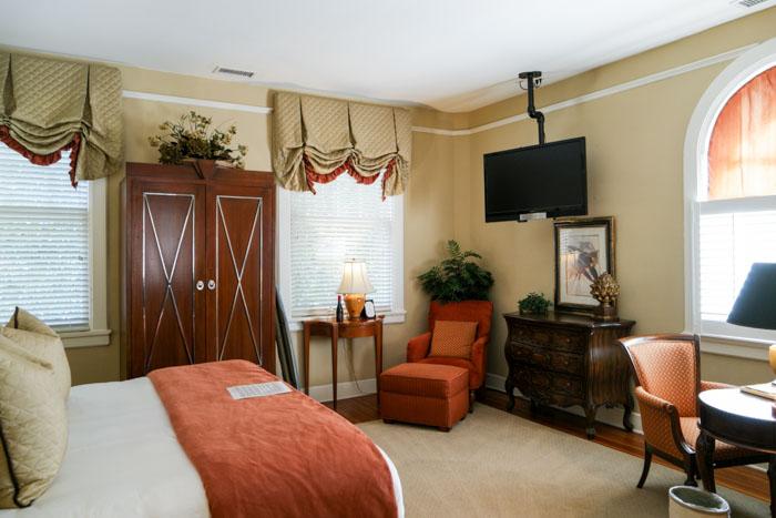 Kings Daughters Inn Cruise Room (1 of 1)