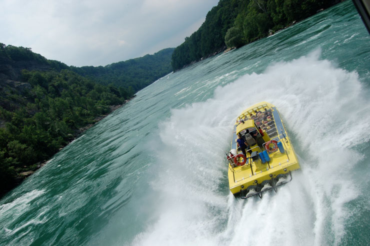 whirlpool jet tour boat