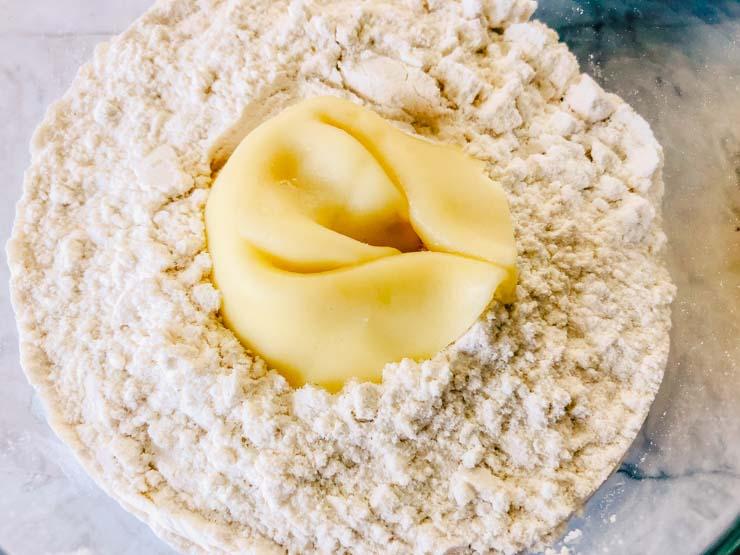 Tortellini in flour